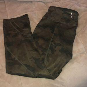 Lululemon cropped leggings camo